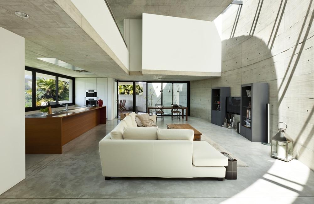 Betonvloer in de woonkamer: inspiratie & realisaties