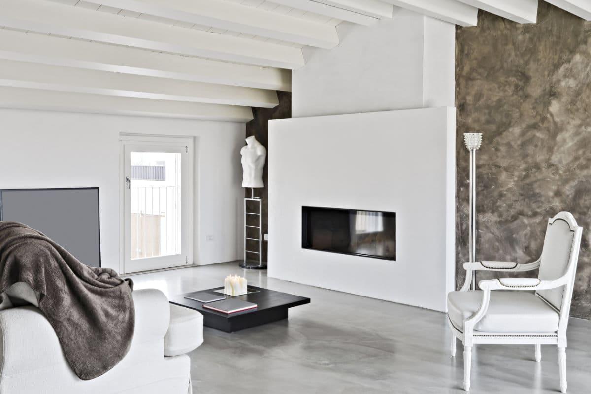 Beton schuren, een delicate opdracht in een stijlvolle woonkamer