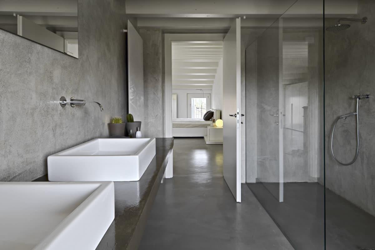 gepolierde betonvloer badkamer