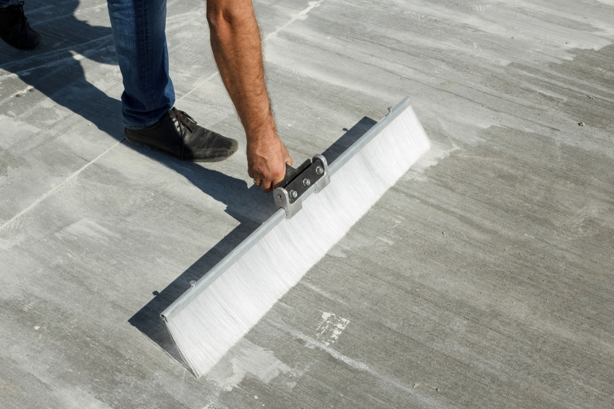 plaatsing geborsteld beton